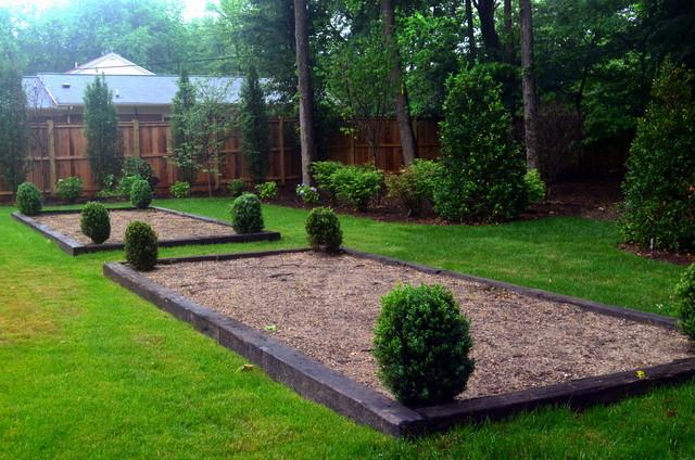 Vegetable garden planters w winter gem boxwoods for Pristine garden rooms