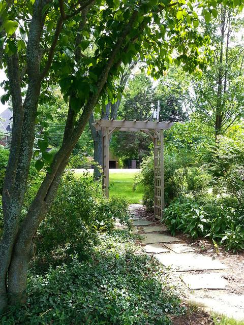 Vernon Hills Residence Entry Garden - Traditional - Garden ...