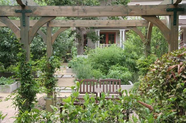 Victorian Edible Garden - South Pasadena traditional-landscape