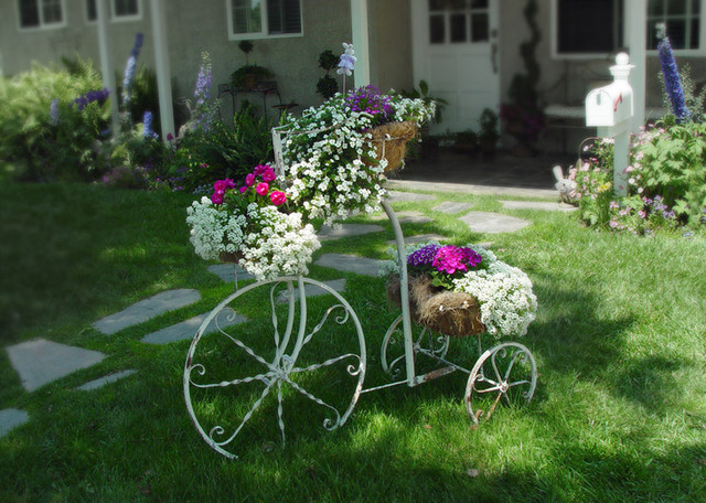 Vintage Bicycle Planter   Garden To Go! Eclectic Landscape