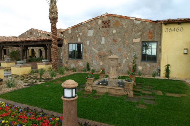 Vintage Red Rock Projects traditional-landscape