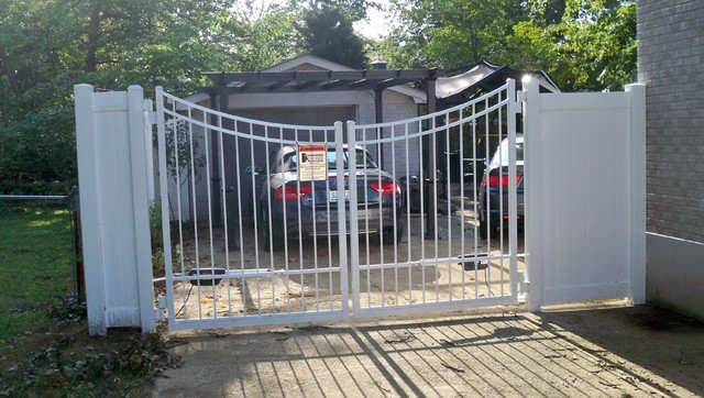 vinyl privacy fencing with scalloped aluminum gate traditional