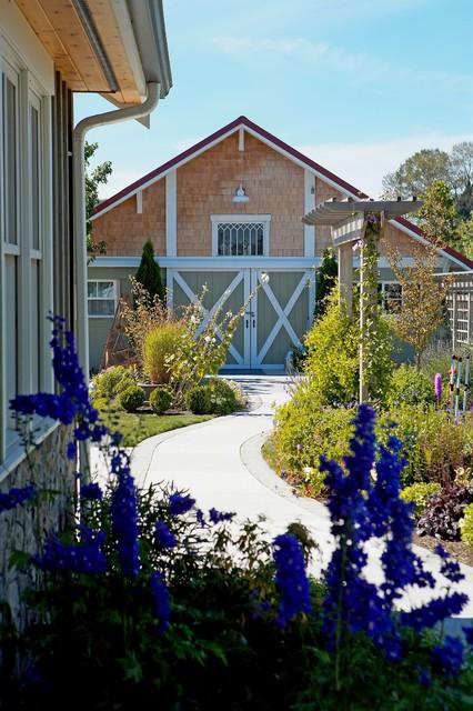 Farmhouse Landscape by Lankford Associates Landscape Architects