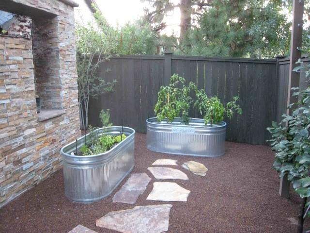 Merveilleux Water Trough Gardening Contemporary Garden