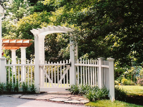 White picket fence with gate and arbor traditional landscape for Garden gate arbors designs