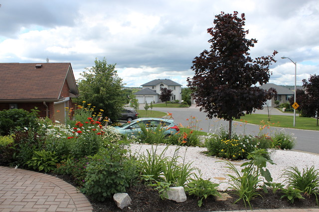 White quartz front yard craftsman landscape other for Landscaping rocks quartz