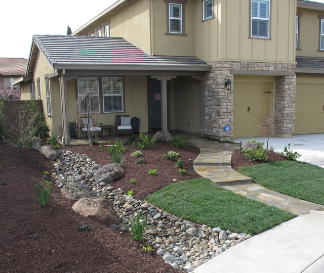 Whitney ranch front yard traditional landscape for Landscaping rocks sacramento