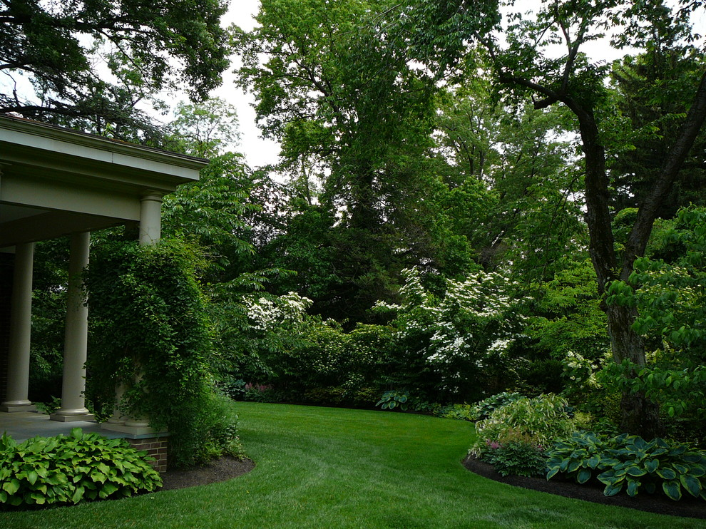 Design ideas for a mid-sized traditional shade side yard formal garden in Philadelphia.