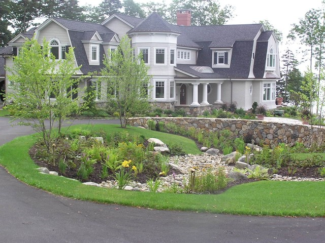 Woodland Estate traditional-landscape