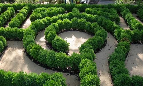 traditional-green-landscape-garden