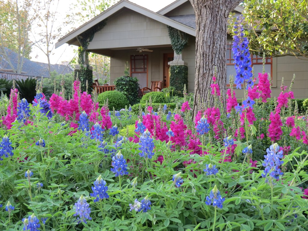 This is an example of a craftsman landscaping in Houston.
