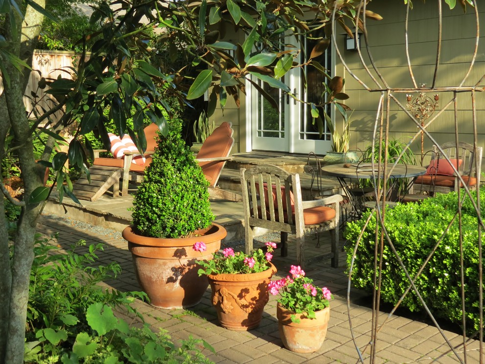 Design ideas for a craftsman landscaping in Houston.
