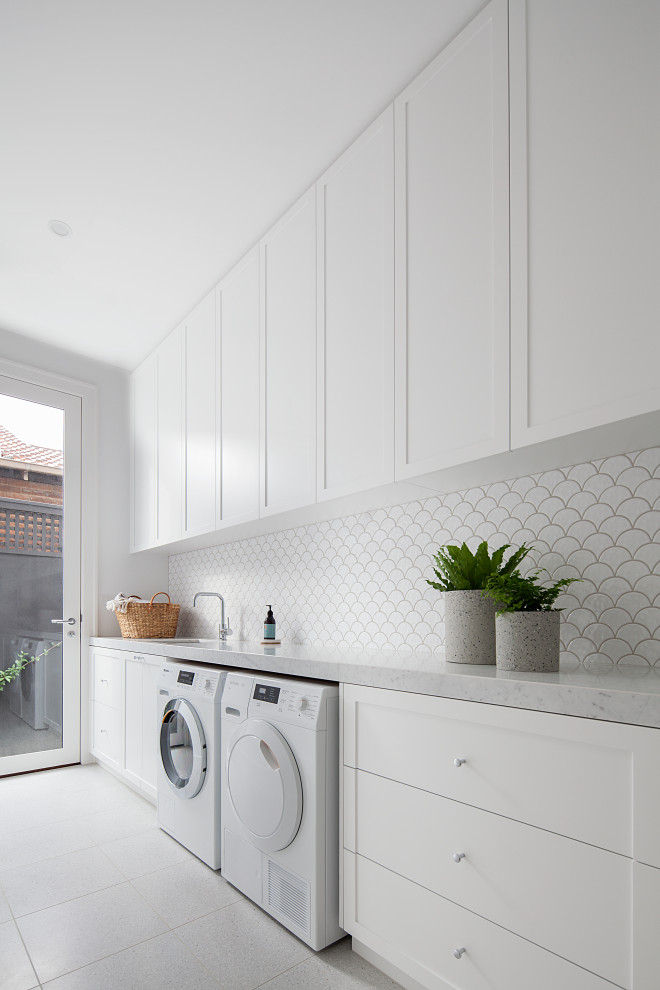 This is an example of a contemporary laundry room in Melbourne.