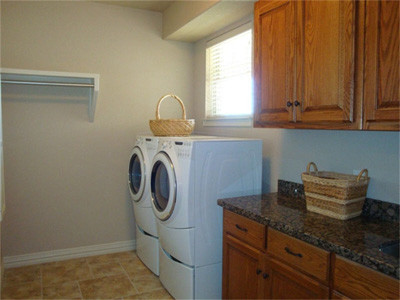 2 Olive Branch traditional-laundry-room