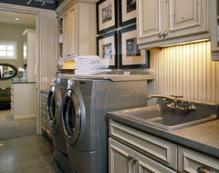 2007 Parade of Homes Village traditional-laundry-room