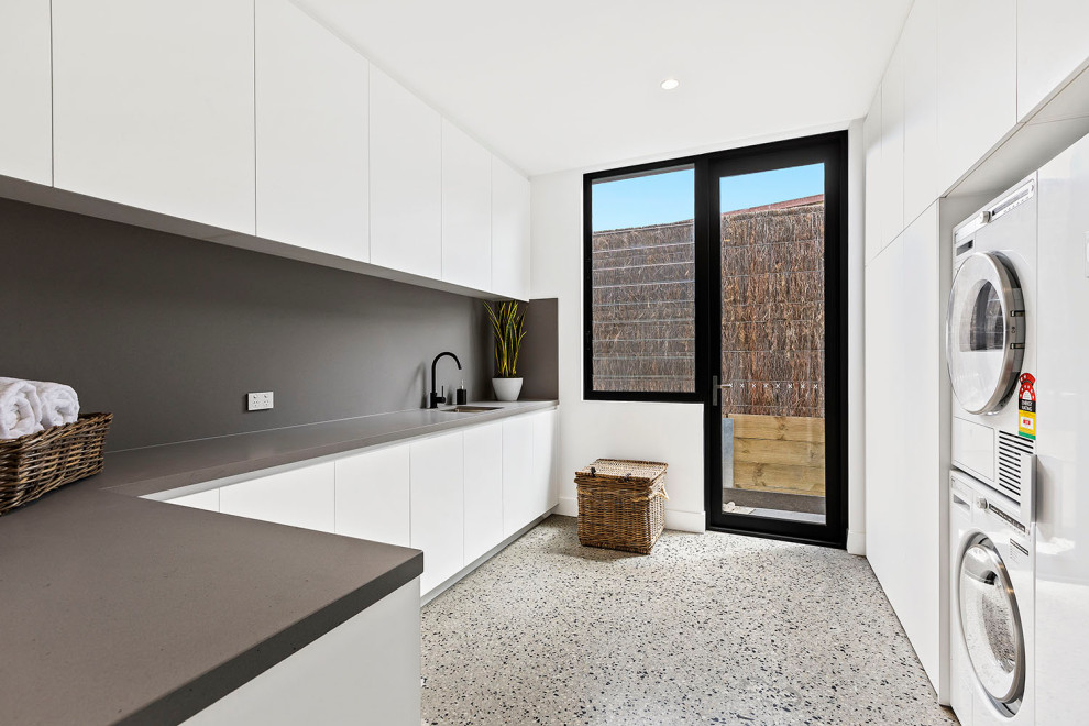 Photo of a contemporary laundry room in Melbourne.