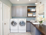 A Lakeside Laundry Room Packed With Storage and Function (5 photos)