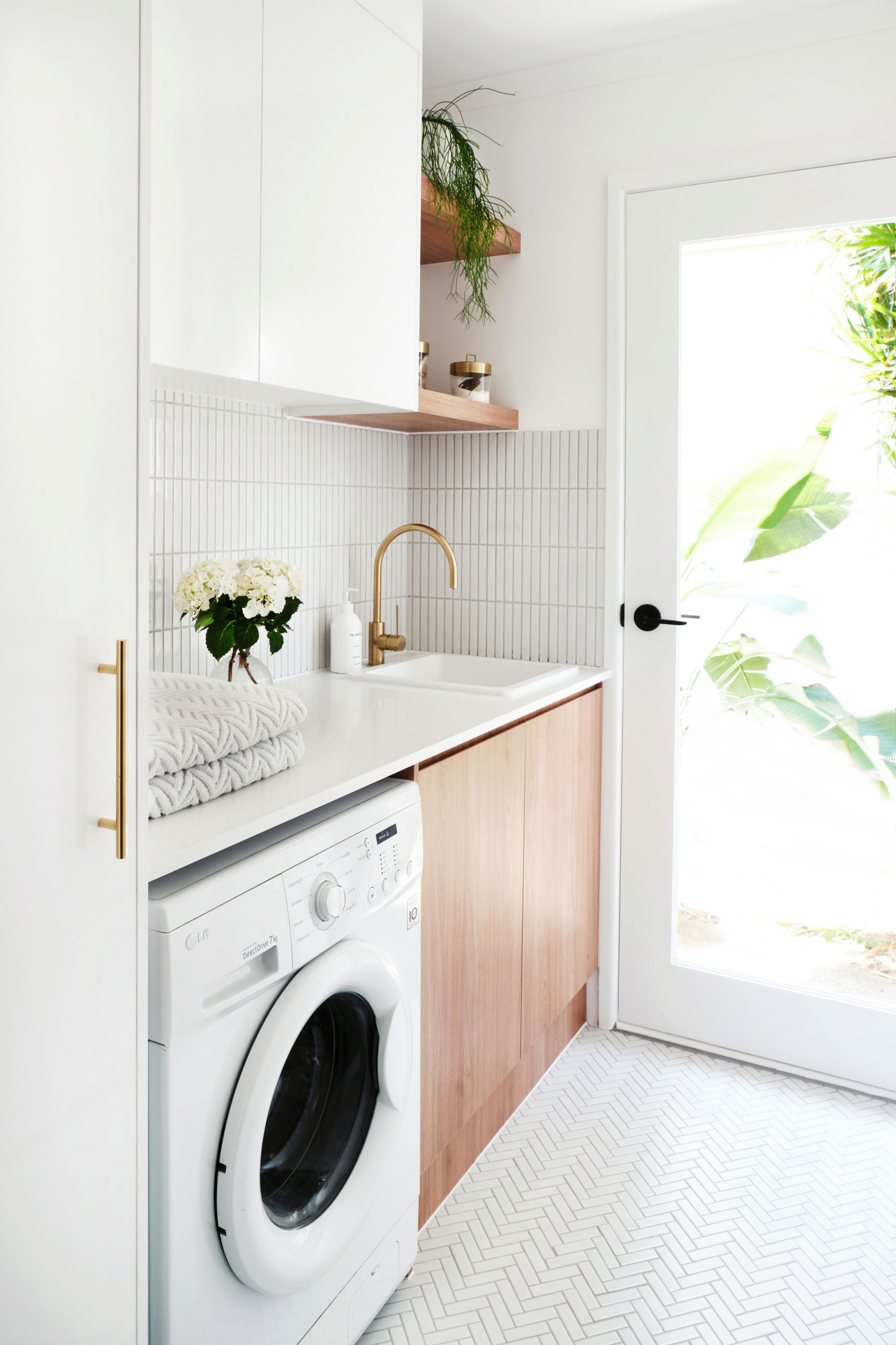 75 Beautiful Laundry Room With Light Wood Cabinets Pictures Ideas February 2021 Houzz