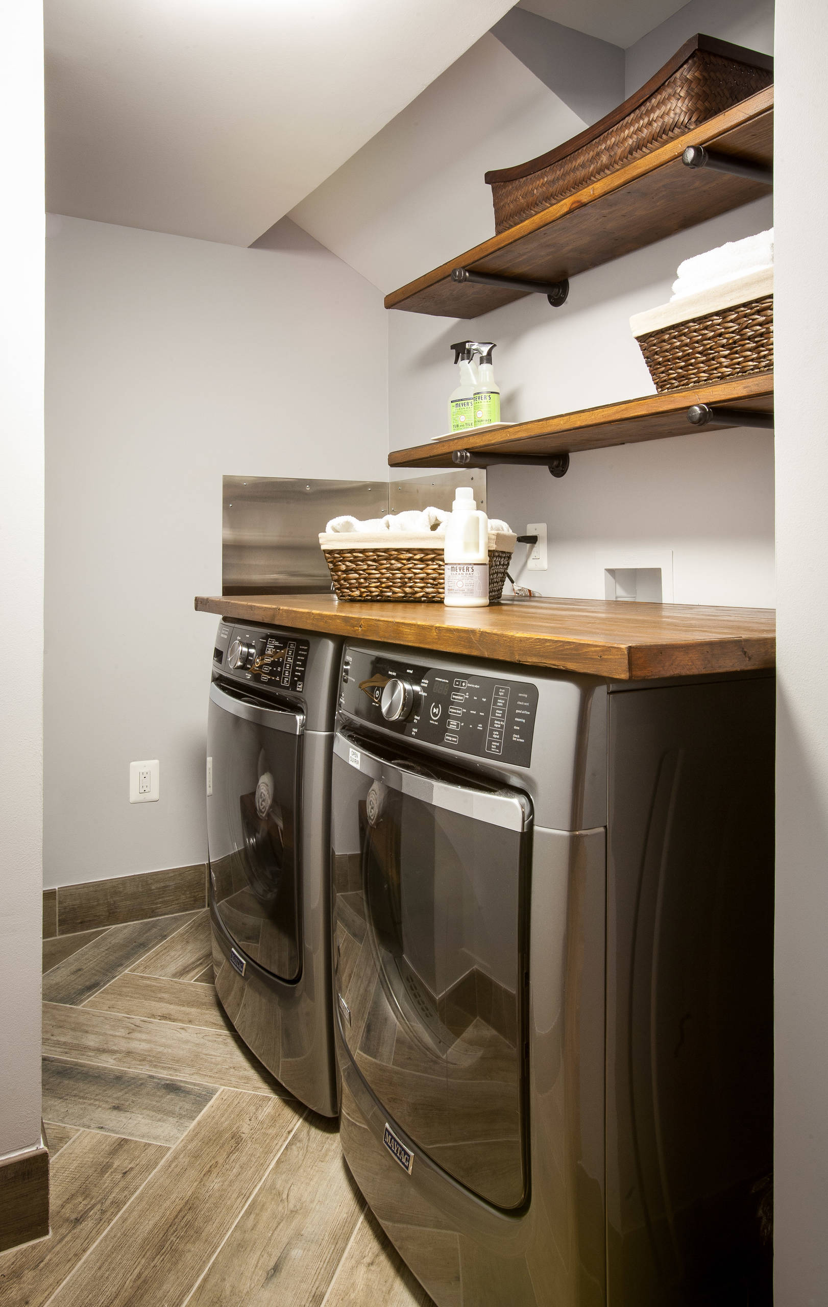 75 Beautiful Small Rustic Laundry Room Pictures Ideas December 2020 Houzz