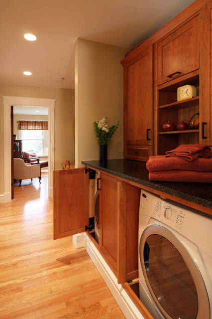 Arts & Crafts Revival traditional laundry room