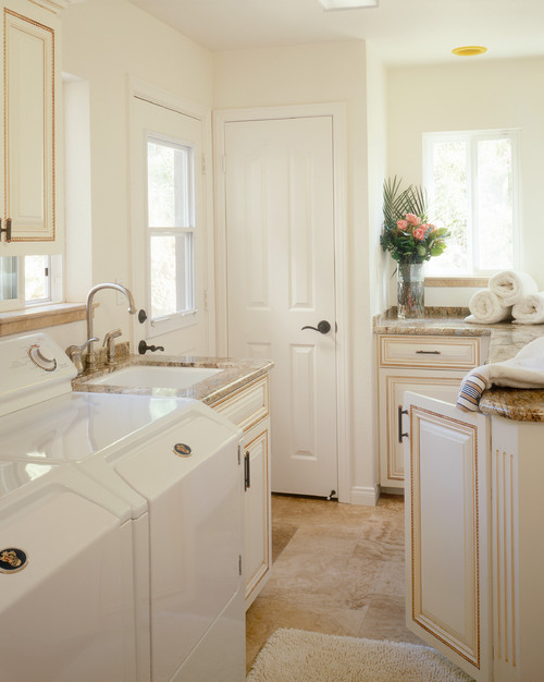 Top Loader Laundry Room With Sink