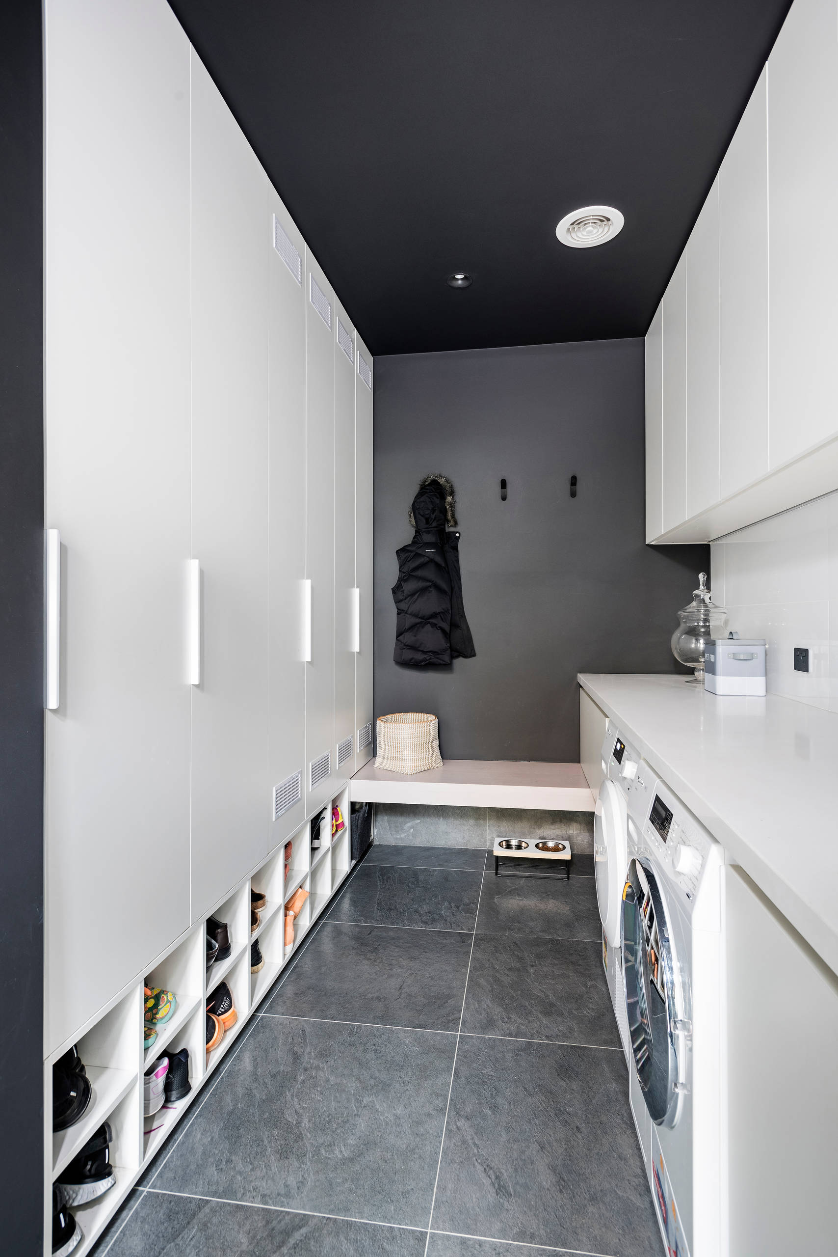 75 Beautiful Modern Galley Laundry Room Pictures Ideas February 2021 Houzz