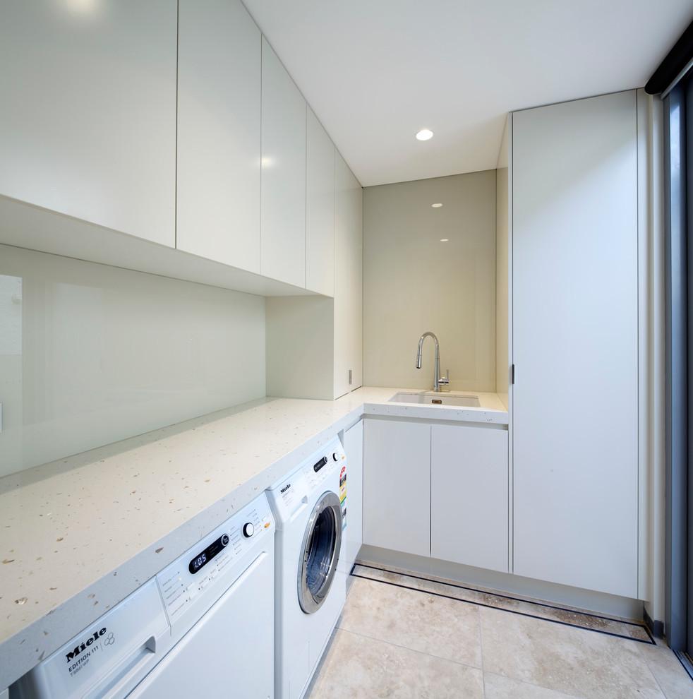 Laundry room - modern laundry room idea in Sydney