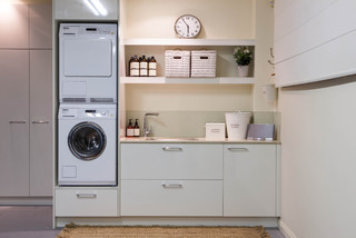 Burleigh Heads Laundry Traditional Laundry Room