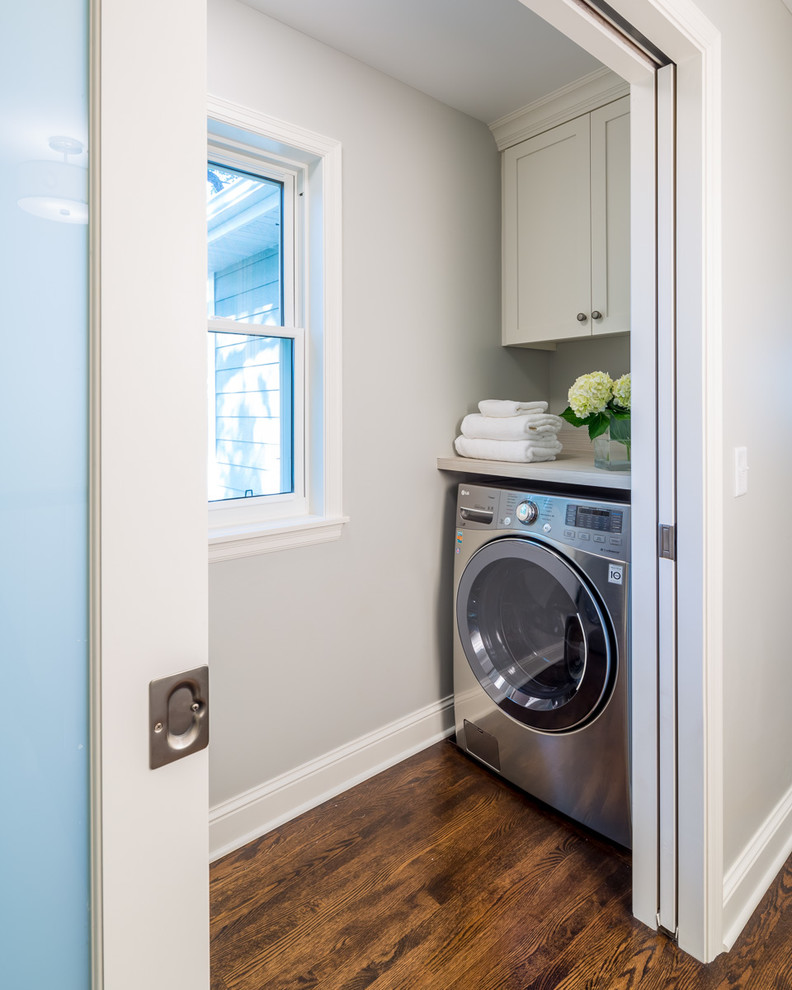 Laundry room - small traditional laundry room idea in Minneapolis