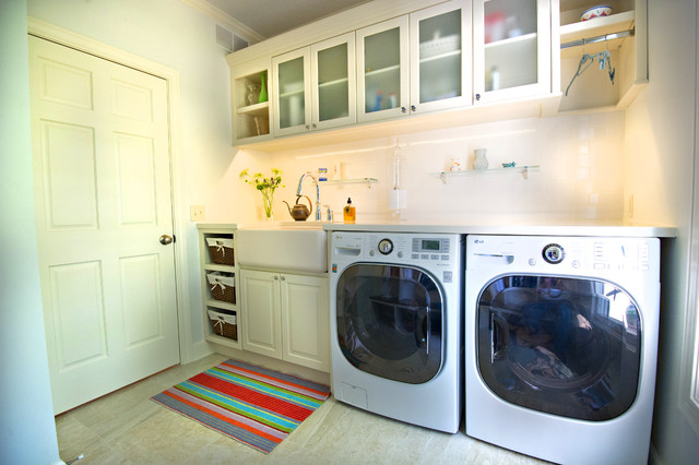 Elegant Laundry Room Photo In Chicago With A Farmhouse Sink