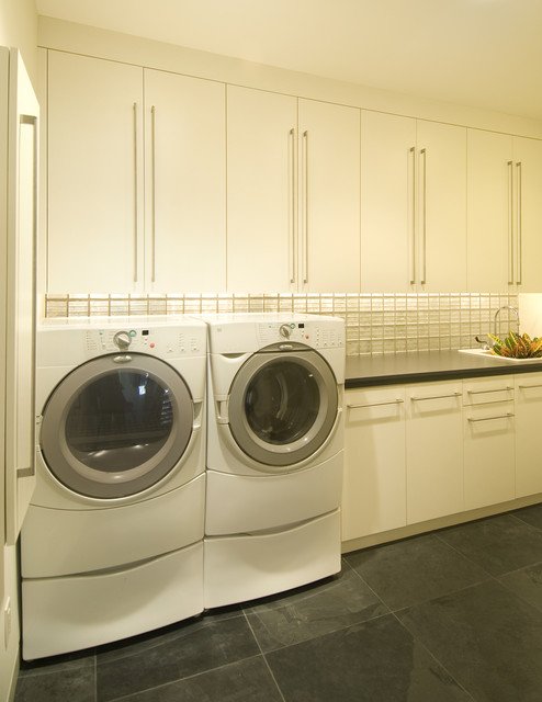 Clean & Fresh Laundry modern laundry room