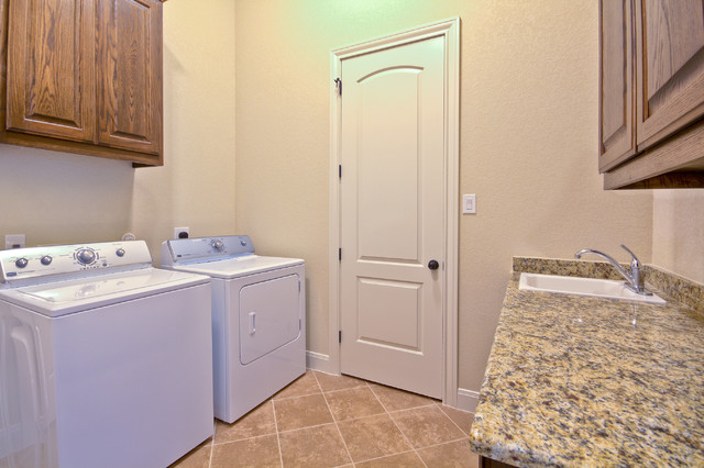 Clearwater traditional-laundry-room