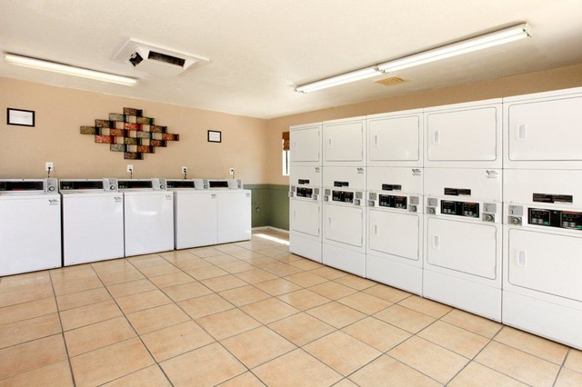 Community traditional-laundry-room