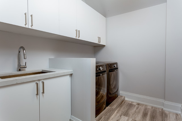 Inspiration for a transitional laundry room remodel in Toronto