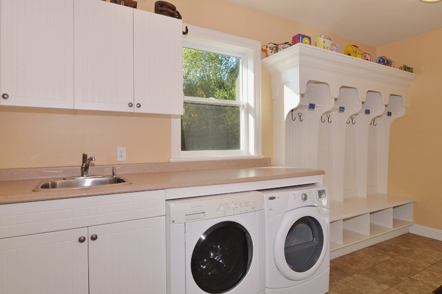 Fort Langley home craftsman-laundry-room