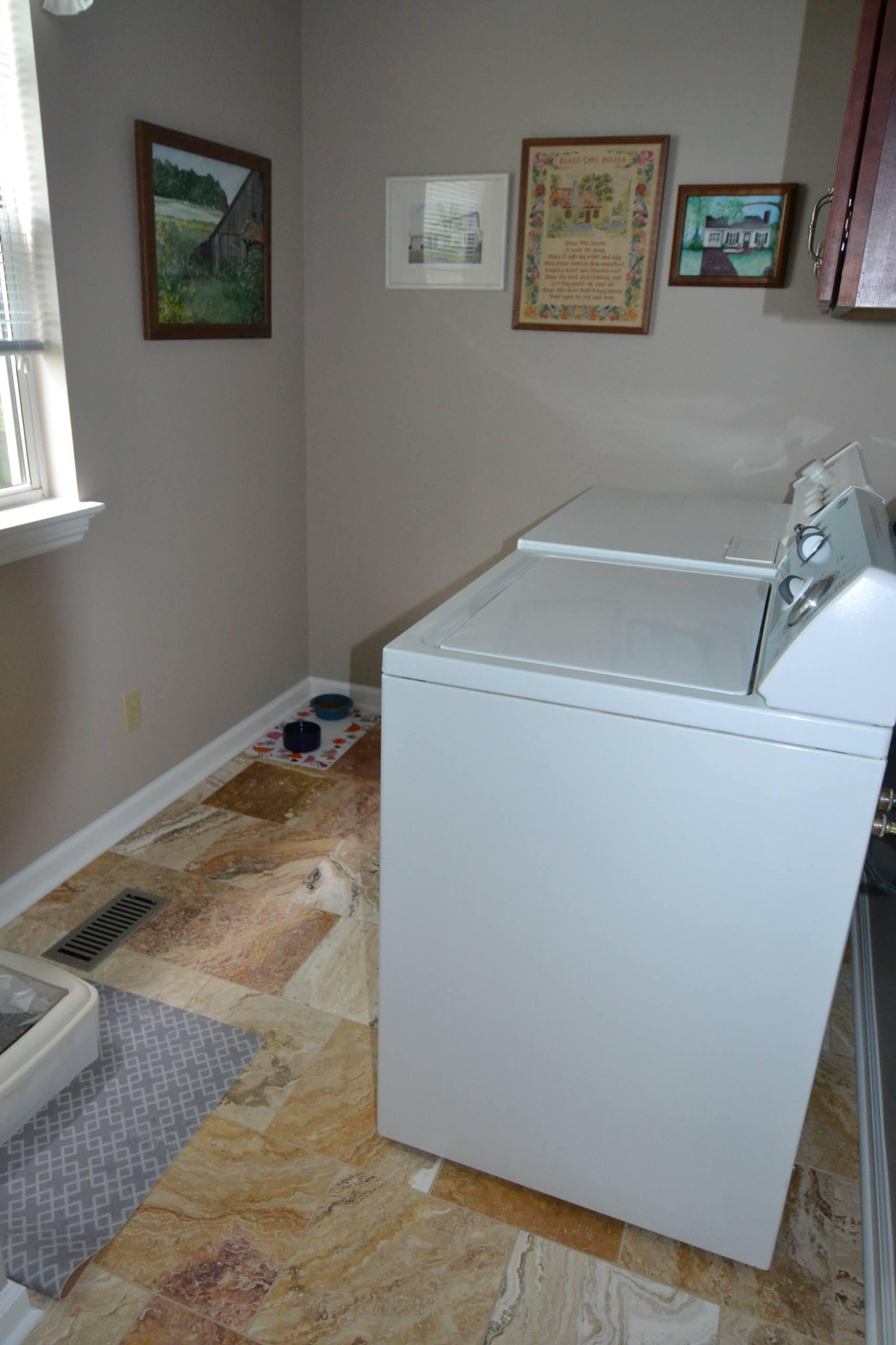 Hellwege powder/laundry room