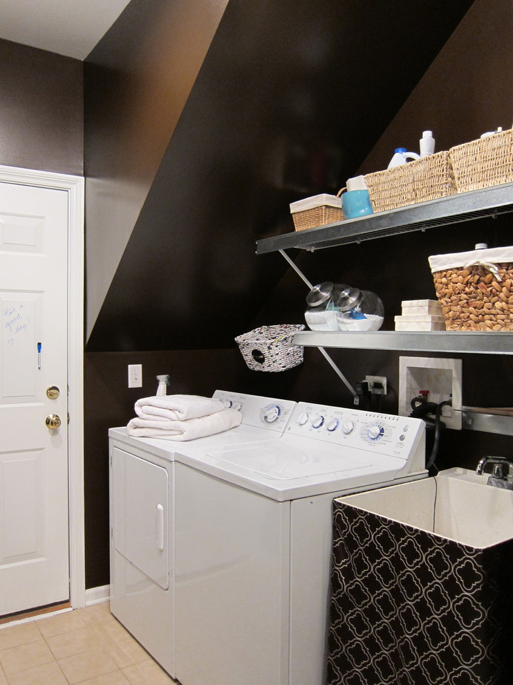 Laundry room - transitional laundry room idea in Chicago