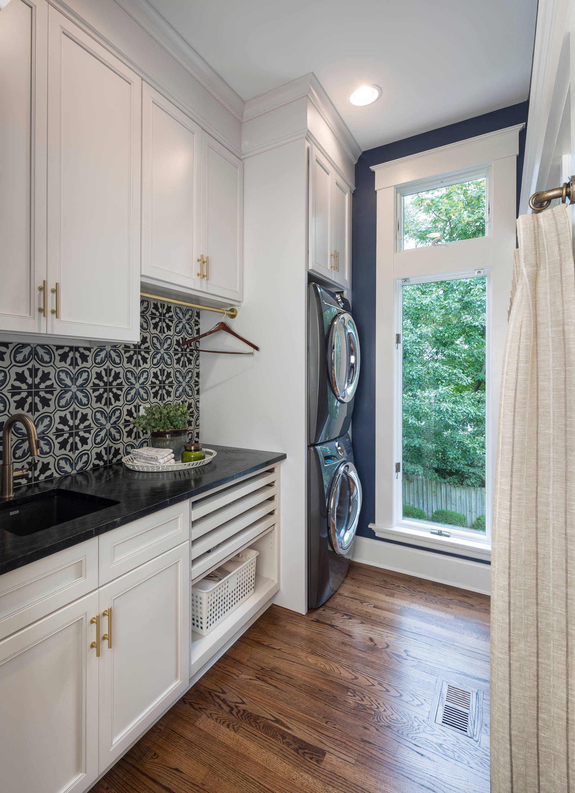 75 Beautiful Laundry Room With Blue Walls Pictures Ideas December 2020 Houzz