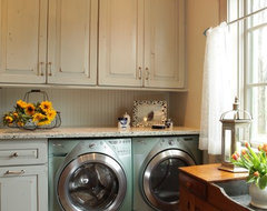 Jenny Rausch rustic-laundry-room