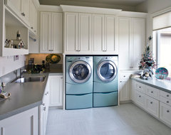 Kelly traditional-laundry-room