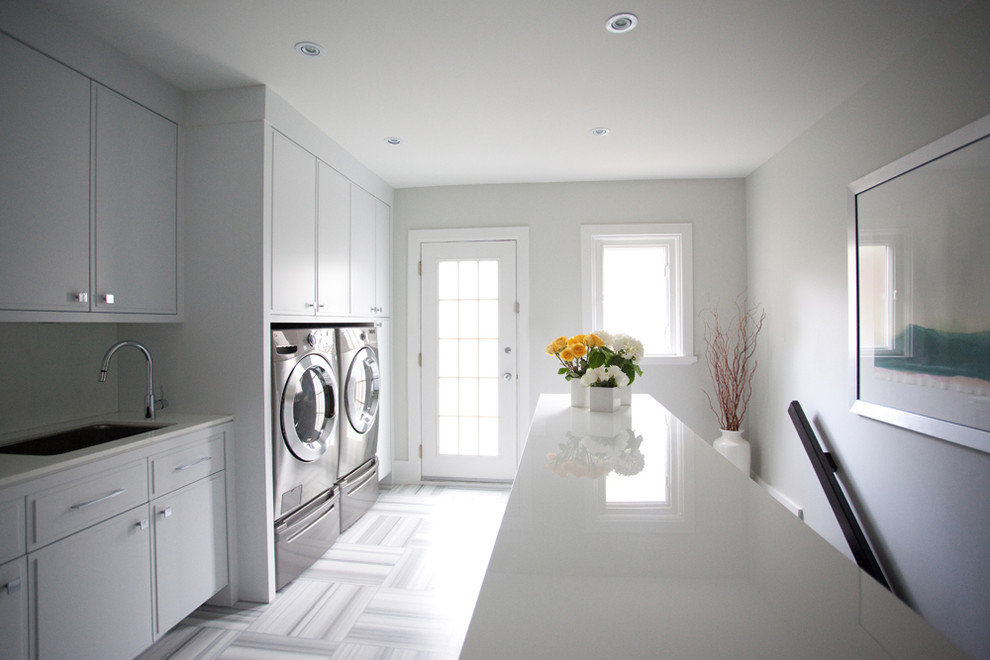 Laundry room - contemporary laundry room idea in Toronto