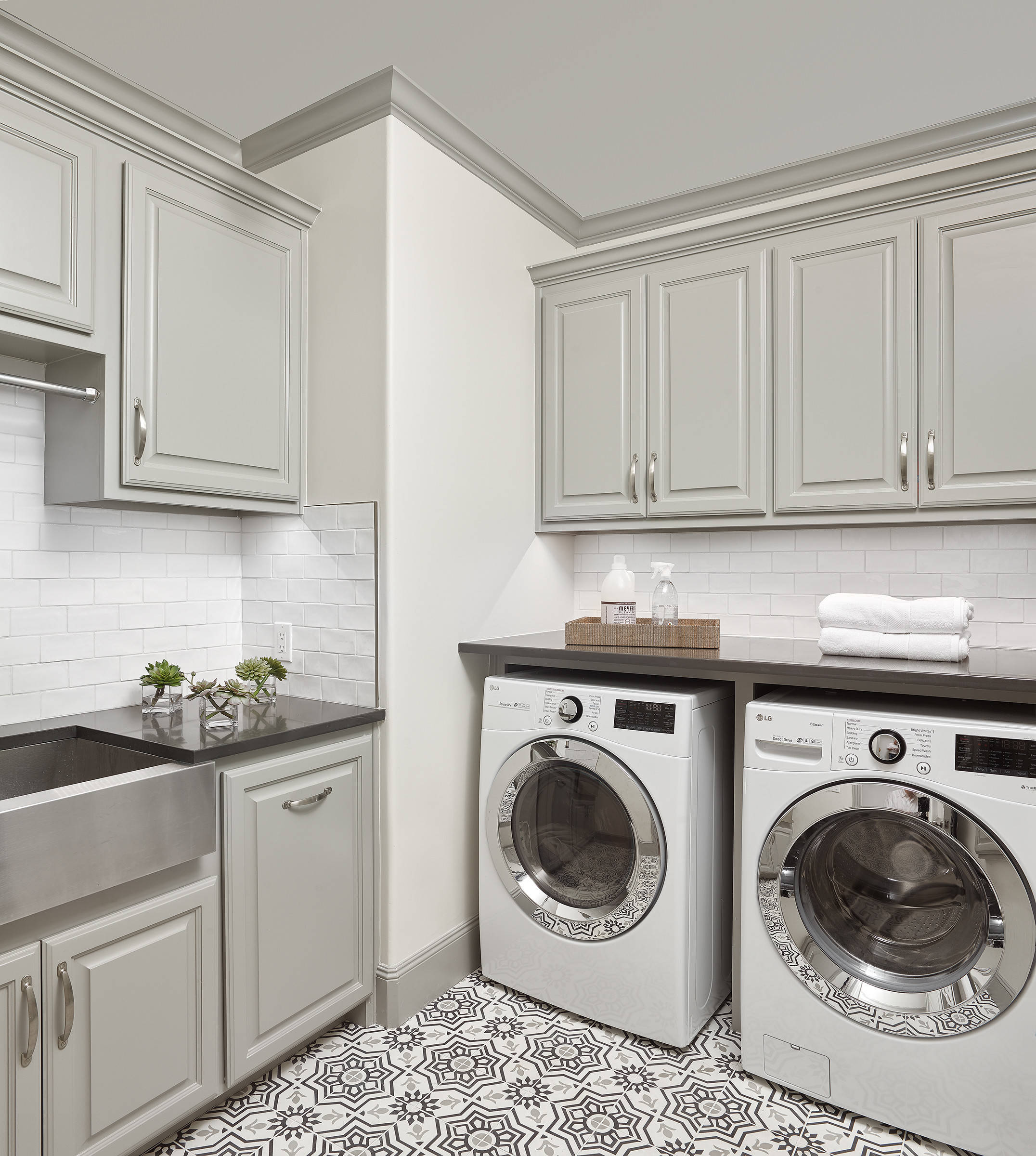 14 Beautiful White Laundry Room With Raised-Panel Cabinets