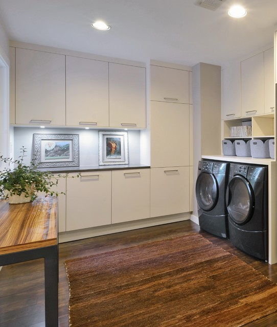 Top 10 Trending Laundry Room Ideas On Houzz: Matte Lacquer Open-Concept / Arete Kitchens, ALNO