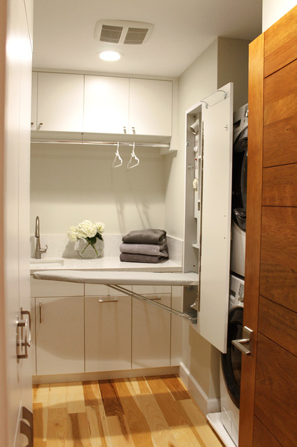 Modern Seaside Laundry Room - Contemporary - Laundry Room - los angeles - by Lunada Consulting ...