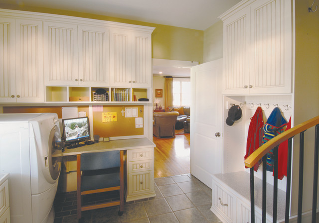 Mudroom traditional-laundry-room