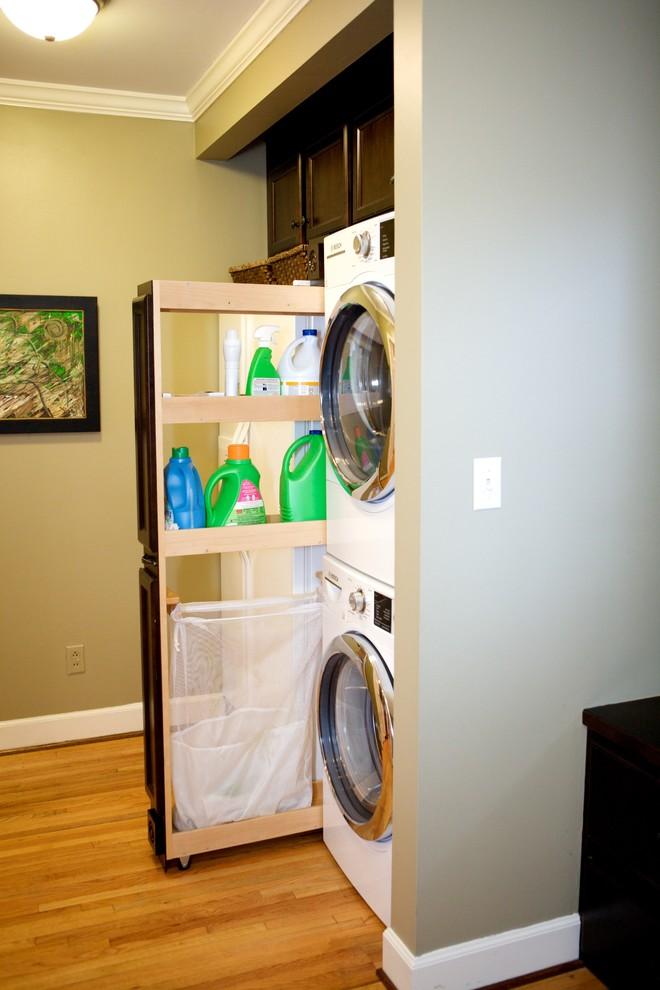Example of a classic laundry room design in Birmingham
