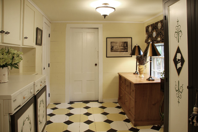 Traditional Colonial traditional-laundry-room