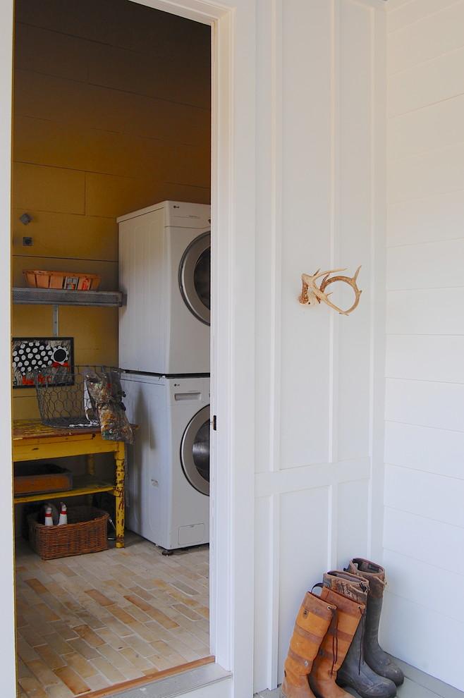 Farmhouse laundry room photo in New York