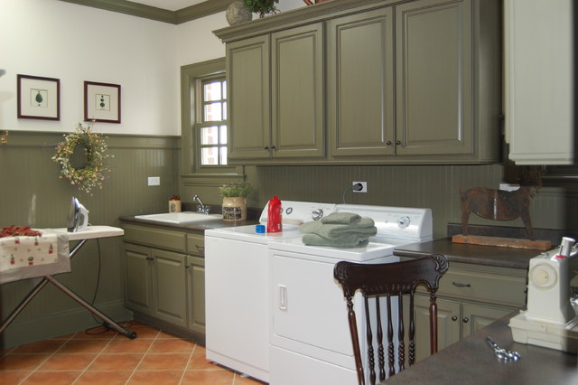 New Old House - Traditional - Laundry Room - Chicago - by Doreen Schweitzer Interiors, Ltd.