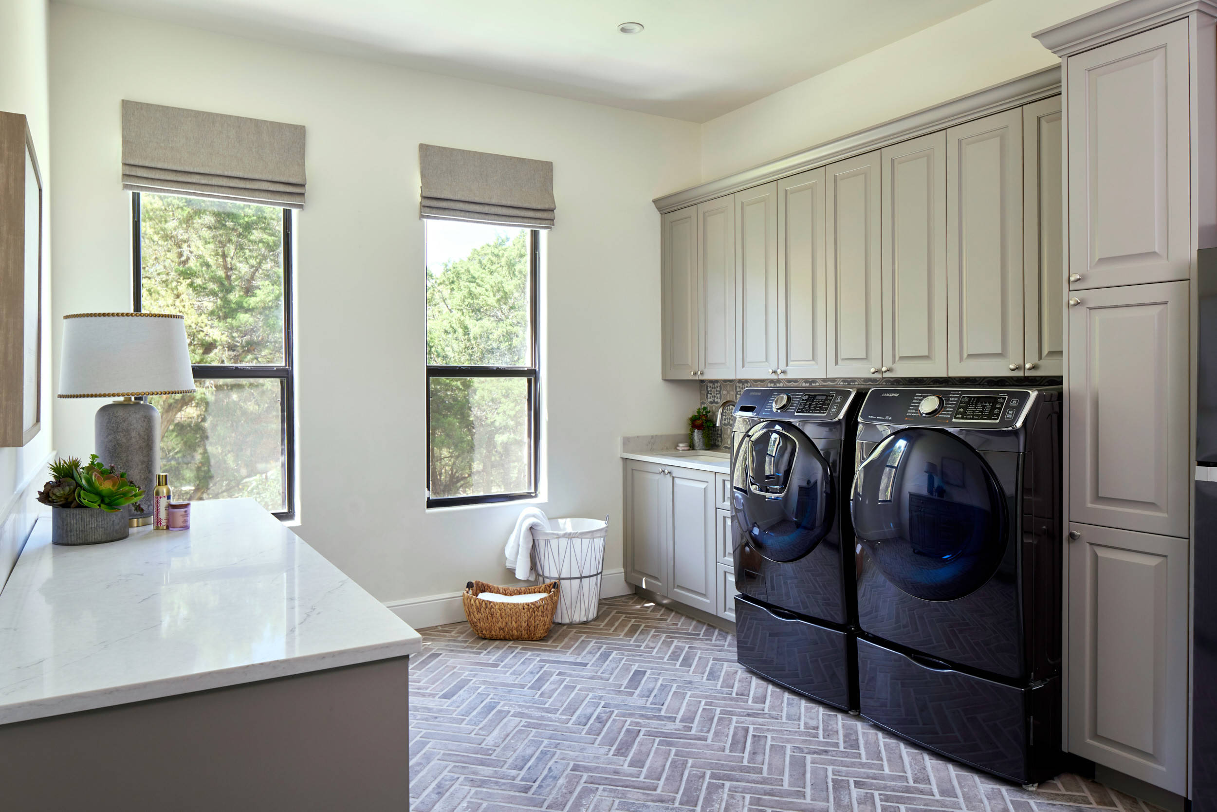 17 Beautiful Galley Laundry Room Pictures & Ideas - September
